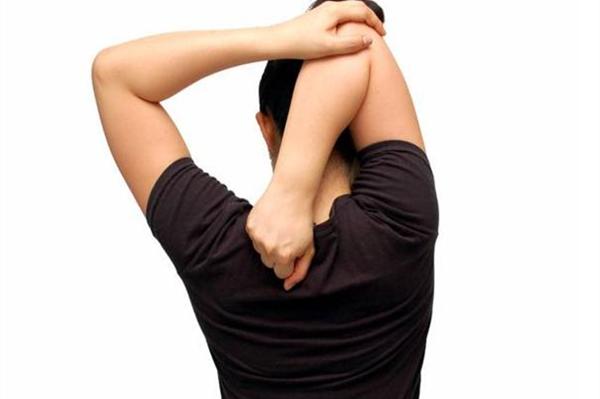 脖子酸疼多是不良生活习惯导致的 生活中要注意避免和调理