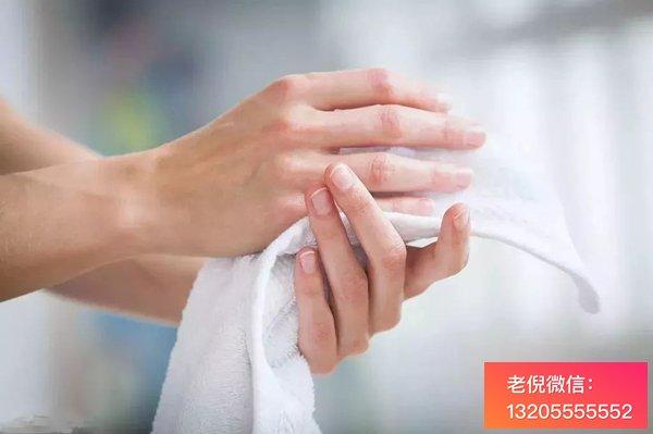 手指麻木  一般是由颈椎病引起的  生活中需要多注意预防和调理